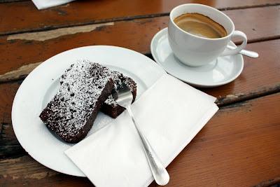 Majakowski Gasthaus Pankow chocolate cake coffee