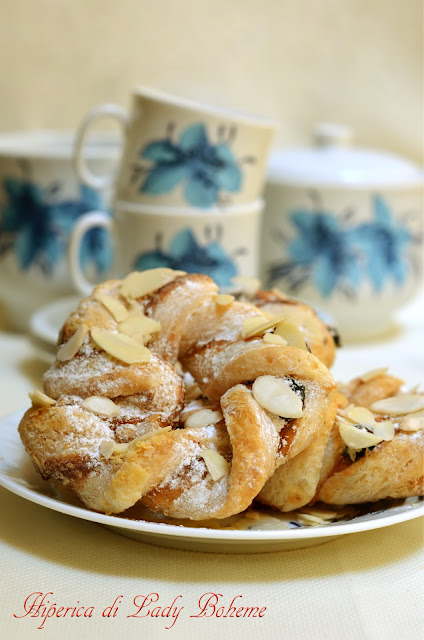 hiperica_lady_boheme_blog_di_cucina_ricette_gustose_facili_veloci_torcetti
