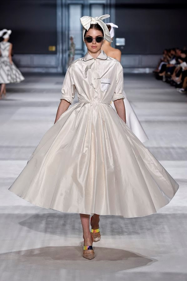 GIAMBATTISTA-VALLI-Couture-Fall-Winter-2014-2015, GIAMBATTISTA-VALLI-Couture-Fall-Winter, GIAMBATTISTA-VALLI-Haute-Couture, GIAMBATTISTA-VALLI-Haute-Couture-Automne-Hiver-2014-2015, du-dessin-aux-podiums, dudessinauxpodiums, online-dresses, ladies-clothes-online, short-cocktail-dresses, mode-fashion, robe-haute-couture, mode-femme, tunique-femme, vetements-femmes, fashion-tops, womens-fashions, vetement-tendance, plus-size-womens-clothing, plus-size-clothes, mode-pas-cher, fashion-dresses, ladies-clothes, fringue-pas-cher, robes-de-soiree