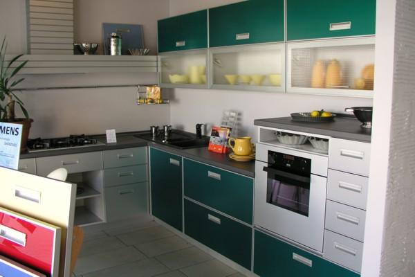интерьер кухни зеленой фото