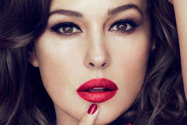 UM BATOM PARA MONICA BELLUCCI_nova linha de maquiagem_dolce & gabbana_mudou para o brasil_make up_batom nude_batom vermelho_como usar