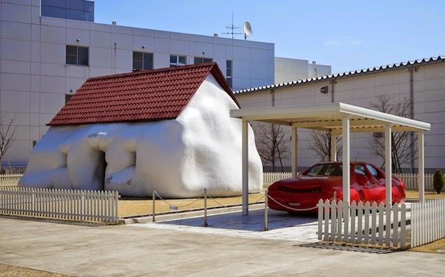 十和田市現代美術館 ファットハウス エルヴィン・ヴルム
