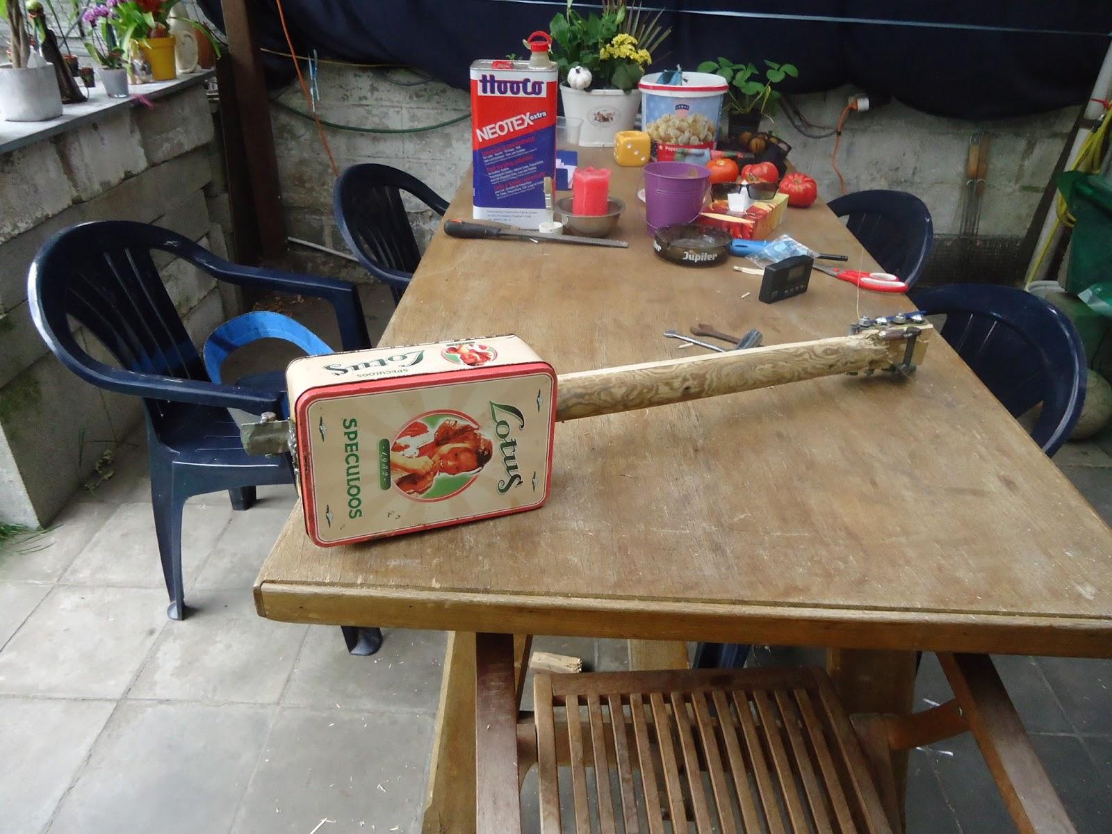 Présentez-nous vos Cigar Box Guitare DSC01969