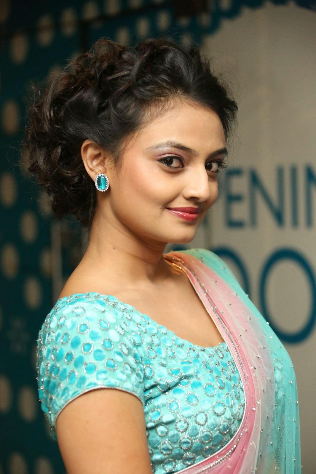 Nikitha Narayan in lvely Tansparent saree Neon Blue Blouse spicy Pics