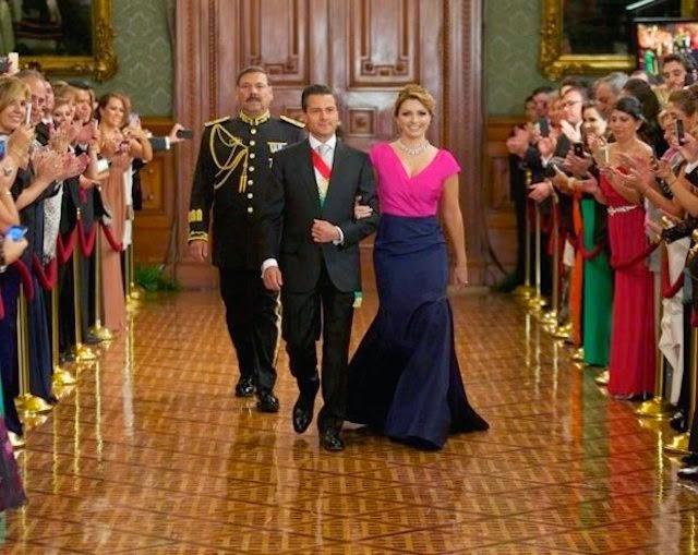 Critican el vestido del diseñador dominicano Oscar de la Renta   que vistió la primera dama de México