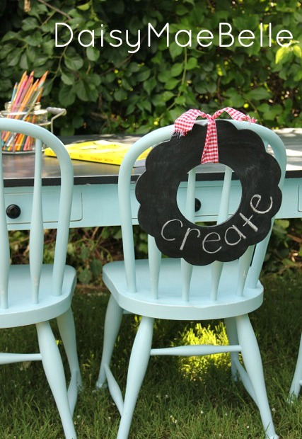 Children's aqua table and chairs makeover with chalkboard wreath by Daisy Mae Belle featured on I Love That Junk