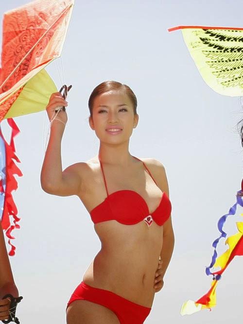 Hoa Hậu Việt Nam mặc bikini tỏa sắc bên bể bơi 26