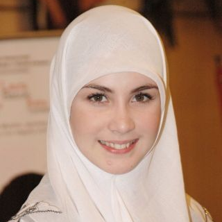 Arumi Bachsin Berhijab