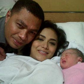 Krisdayanti melahirkan anak Raul Lemos