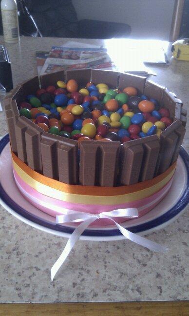 Homemade Mumma: Cheats Cake Decorating - Kit-Kat & M&M cake
