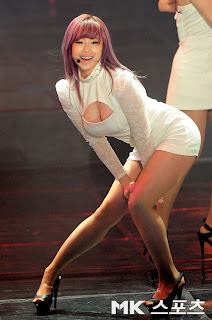 Jun Hyo Sung Korean Sexy Singer Sexy White Dress Performance Photo 7