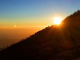 sunrise kawah ijen banyuwangi