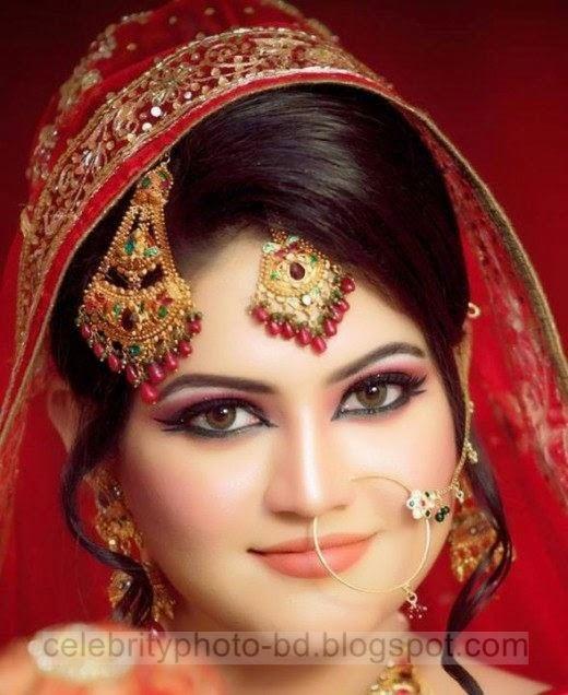 Photos%2Bof%2BBangladeshi%2BBrides%2Bin%2BRed%2BSaree%2BAt%2BBridal%2BMoments013