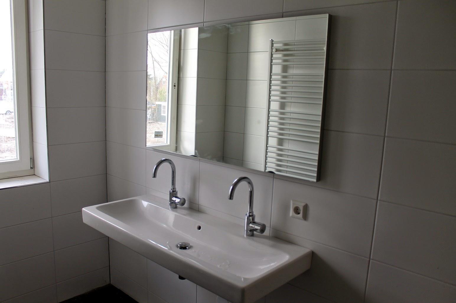 Helen marc olivia bouwen een huis sanitair en vensterbanken - Huis wastafel ...