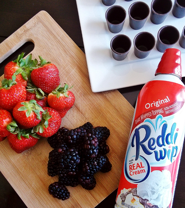 Fresh Summer Berries with Reddi-Wip #BerryJoyfulSweeps