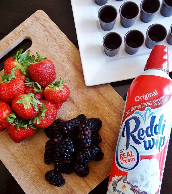Fresh Summer Berries with Reddi-Wip #BerryJoyfulSweeps