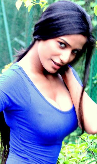 Poonam Pandey Twitter Pics