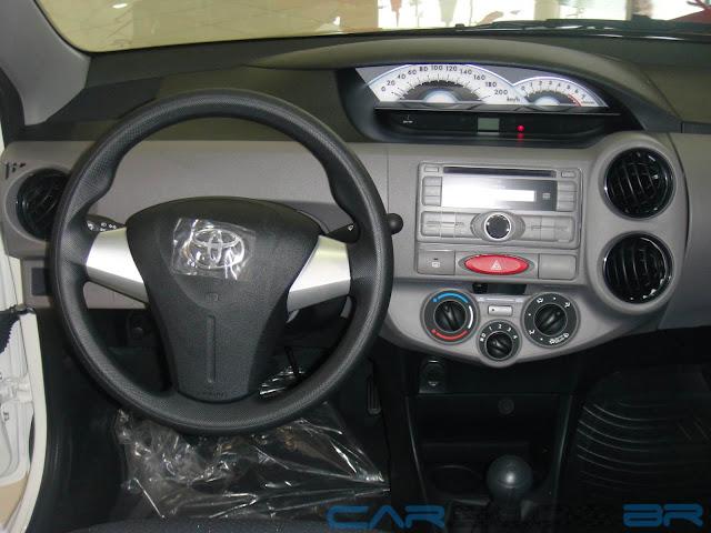 carro Etios sedan Toyota - interior