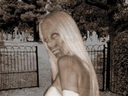 da Loira do Bonfim. Conta a lenda que uma moça loira aparecia nas imediações do cemitério, sempre a noite.