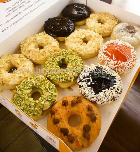 Different flavors of J.Co donuts in a box