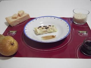 cannoli di parmigiano reggiano con riso alle pere decorati con perle di aceto balsamico di modena