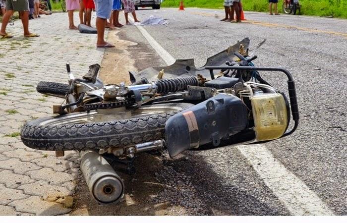 Mãe e filha sofrem acidente de trânsito na CE-329 em Pires Ferreira.