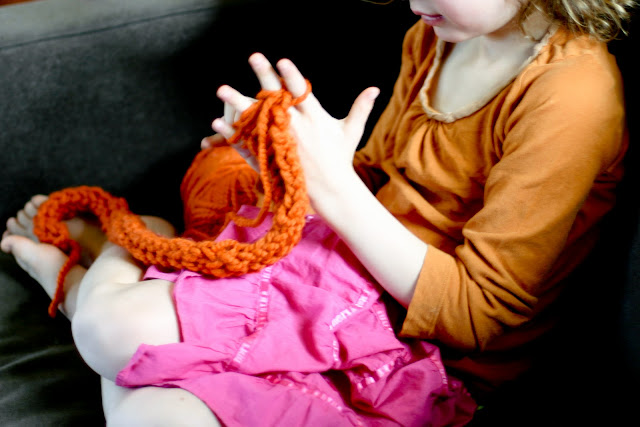 Finger Knitting How-to - Flax & Twine