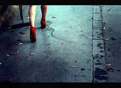 Levantate, ponte los tacones y pisotea las tristezas.