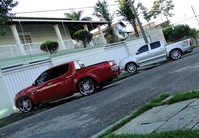 Foto Hilux Rebaixada Com rodas aro 22