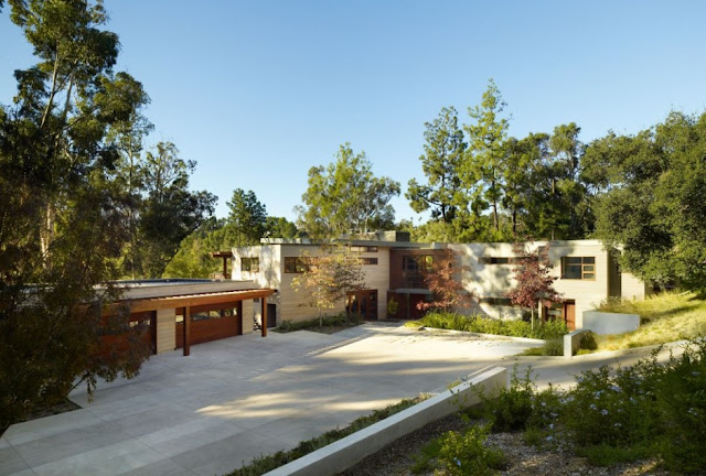 Garages and driveway of the Mandeville Canyon Residence