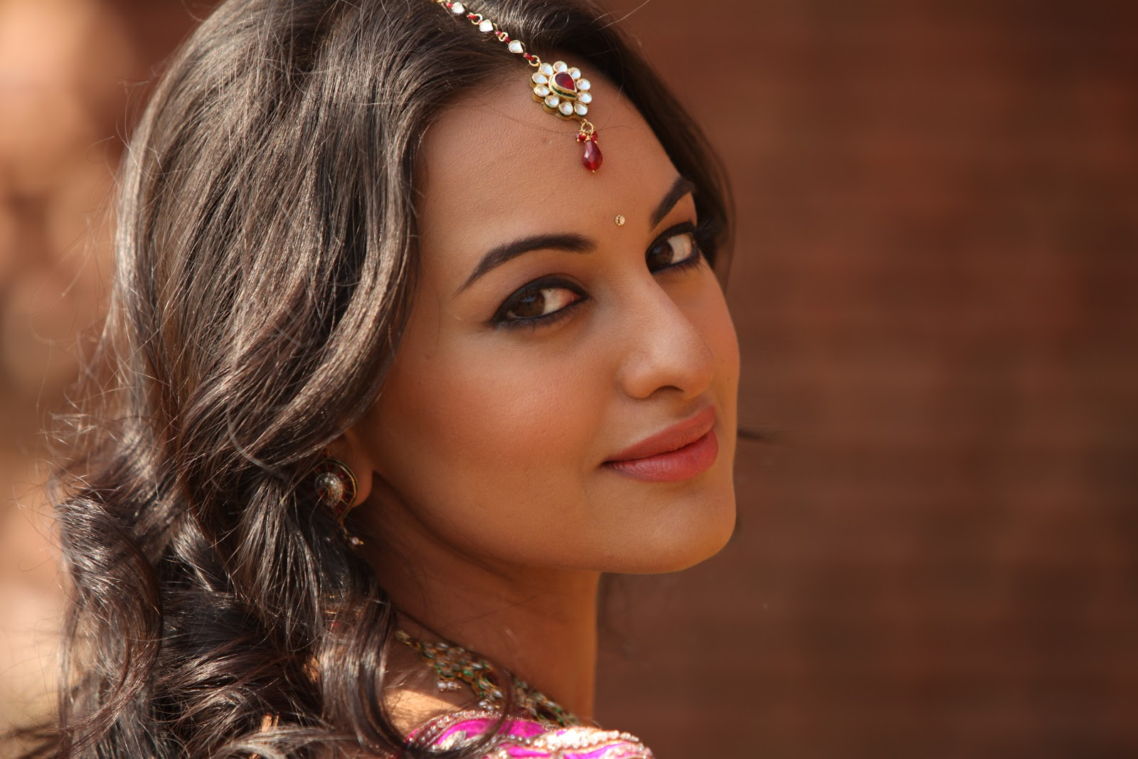 Sonakshi sinha latest hot hd wallpapers 2013 world for The latest wallpaper