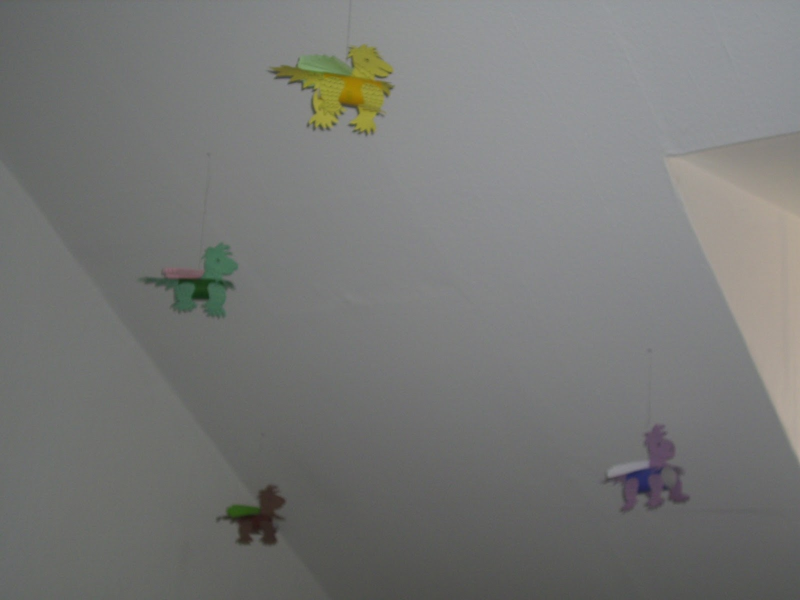 Vielfalt-Oma erzählt: Wanddeko aus Tonpapier fürs Kinderzimmer