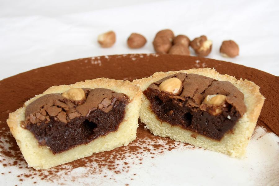 Crostatine cioccolato e nocciole con crema meringata