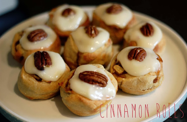 cinnamon rolls cream cheese frosting baking bloggers