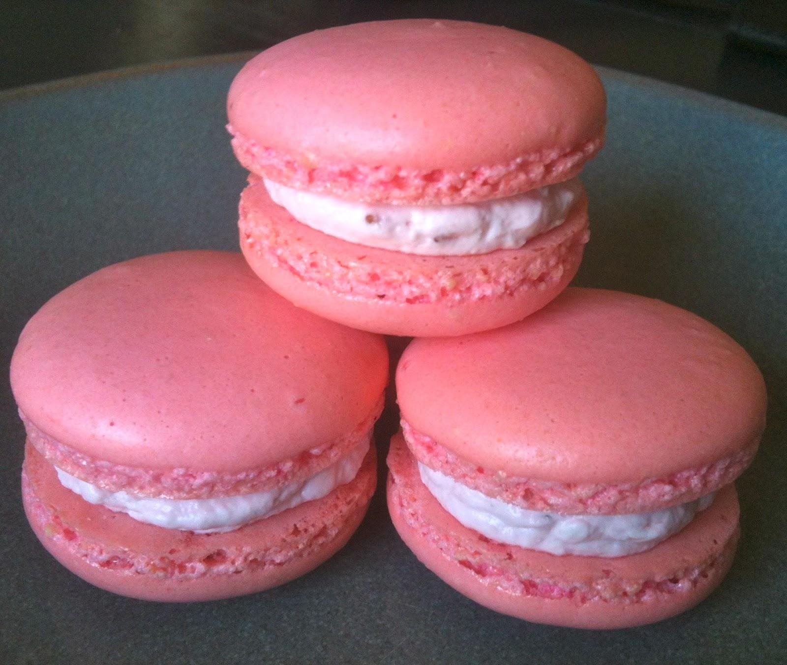 Heidi's Mix: Fresh Strawberry Macarons