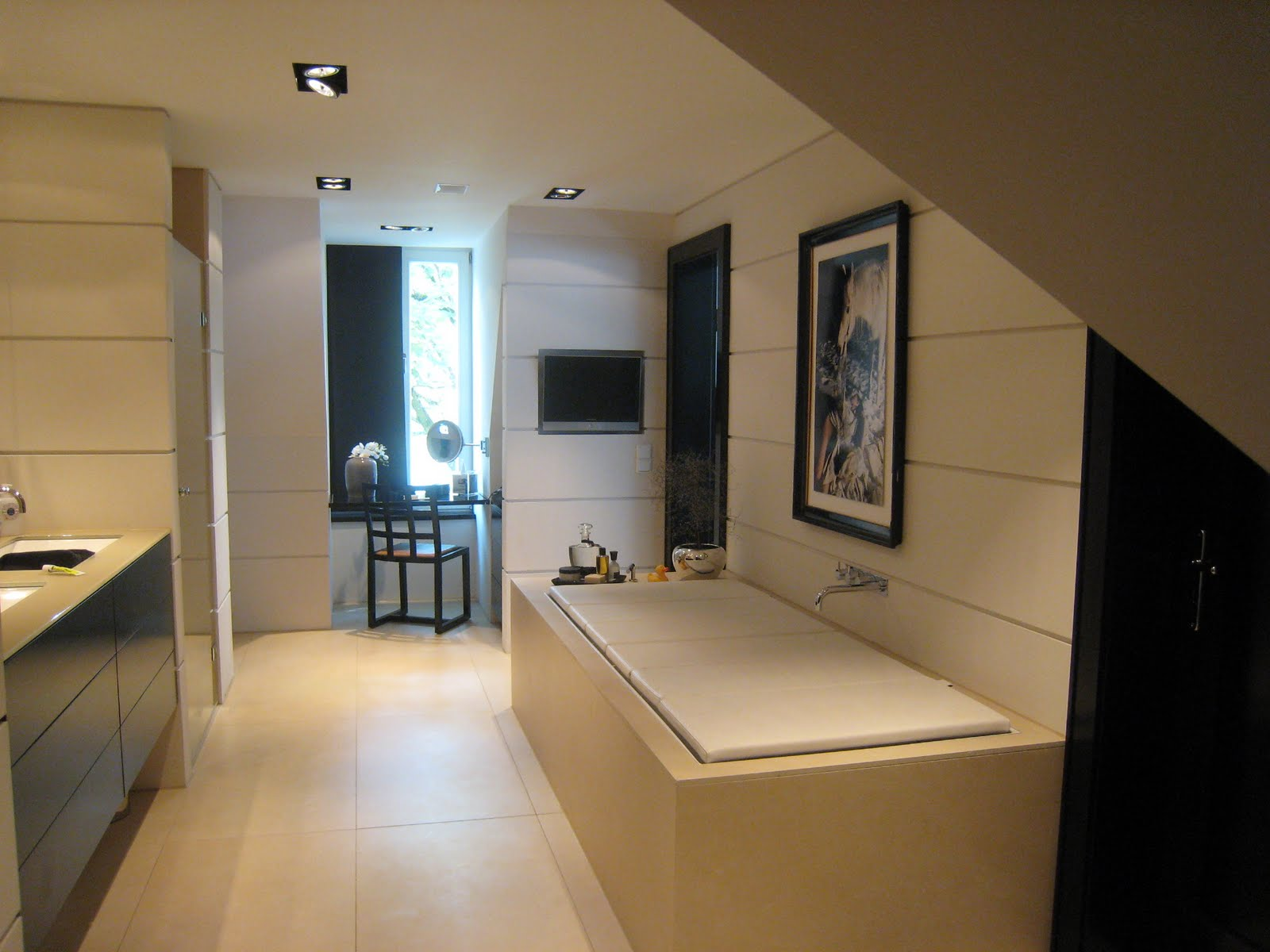 my circus juli 2011. Black Bedroom Furniture Sets. Home Design Ideas