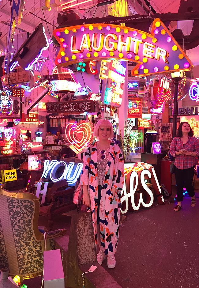godsownjunkyard, london, neon signs
