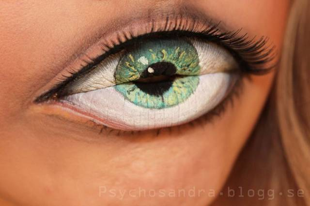 "You might be thinking, ""Is that an eye with some sort of trippy contact lens or lips with some clever makeup?"" If you guessed the latter, you'd be correct! Swedish makeup enthusiast Sandra Holmbom, aka psychosandra, created this wildly illusionary look for her lips, mimicking an eye."