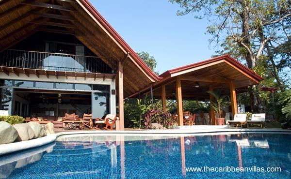 La casa de la villa tropical y un quincho