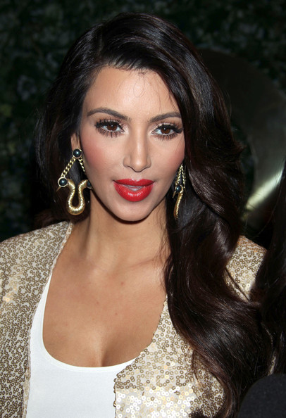 kim kardashian wallpaper 2011. hd kim kardashian wallpapers.