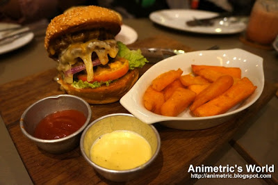 The House Burger at Cue Modern Barbecue