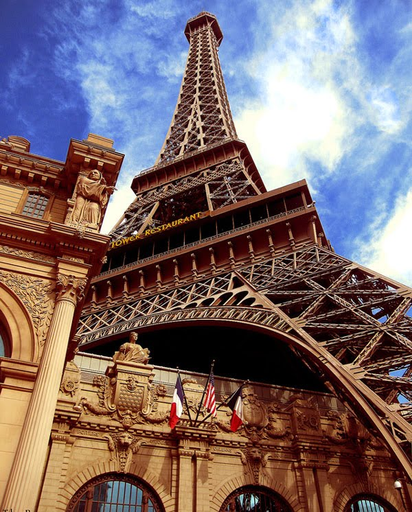 The Eiffel Tower The Symbol Of Paris Travel Happy Land