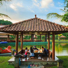 Seputar Westlake Yogyakarta, Pesona Resto di Tengah Danau