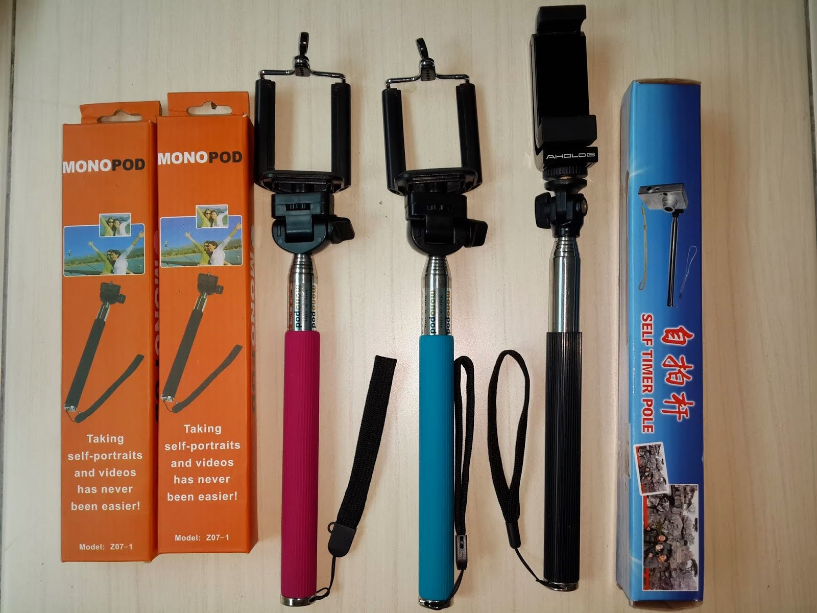 MONOPOD WITH PHONE HOLDER