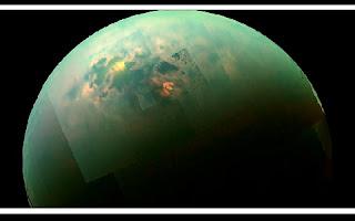 Cientistas dos EUA e da Alemanha afirmaram que podem existir micro-organismos enormes e antiquíssimos em Titã, o maior dos satélites de Saturno. Segundo o artigo publicado pela revista Life, esses organismos apresentariam um sistema especial para a sobrevivência em condições extremas.