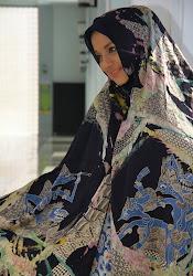 Marissa Haque Fawzi dalam Batik Lukis Karya Prof Basu Swastha Dharmmesta,