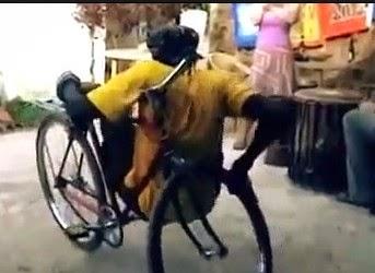 Εντυπωσιακά κόλπα με ποδήλατο [Video]