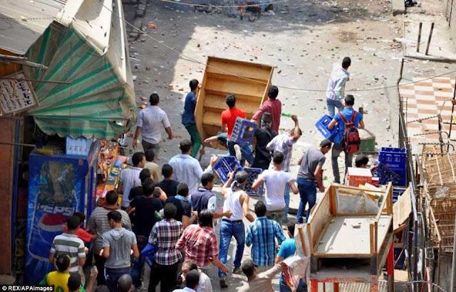 صور تُنشر لأول مرة لأحداث ميدان الجيزة ونفق الهرم أثناء مذبحة الفض 1441563_10202403666793439_699779592_n