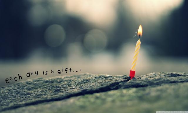 """<img src=""""http://2.bp.blogspot.com/-EEBLrLWFbkE/Udx9IqarYyI/AAAAAAAAAIs/b4eQm87FJkA/s1600/each_day_is_a_gift-wallpaper-1280x768.jpg"""" alt=""""artistic wallpaper"""" />"""