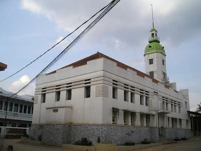 Masjid Berasitektur Art Deco di Garut
